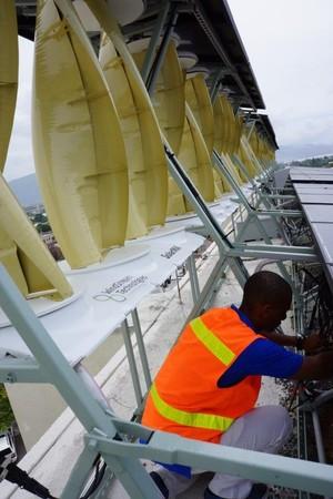 Windstream SolarMill's hybrid rooftop system.